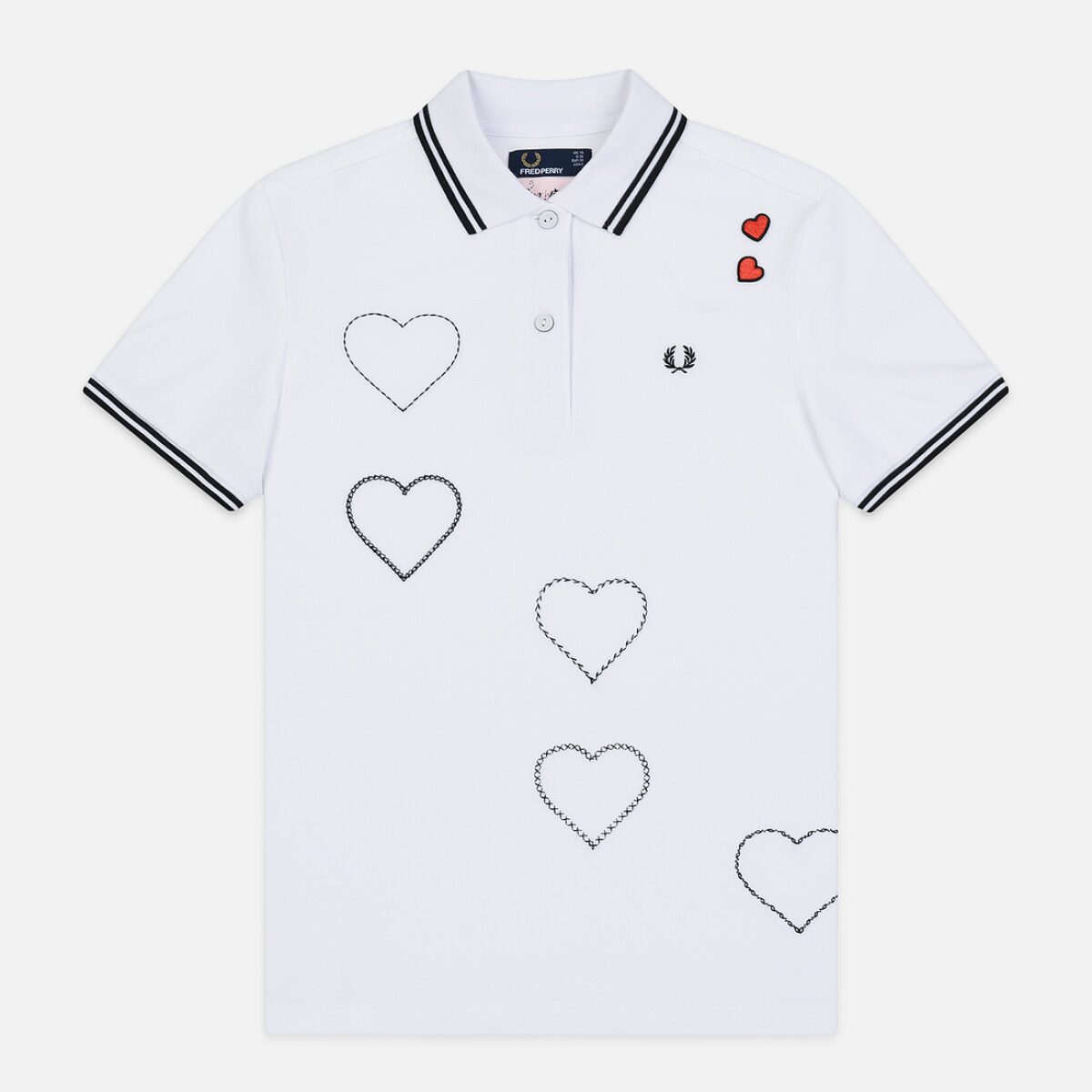 zhenskoe polo fred perry x amy winehouse embroidered heart pique white 0